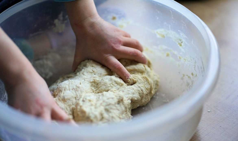Come fare il lievito madre in casa per cucinare durante la quarantena